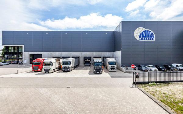 DHG VERKOOPT DISTRIBUTIECENTRUM VAN 5.200 M² IN AMSTERDAM AAN CORDING